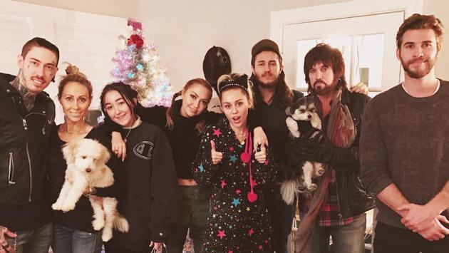 Miley Cyrus y Liam Hemsworth adelantaron la Navidad