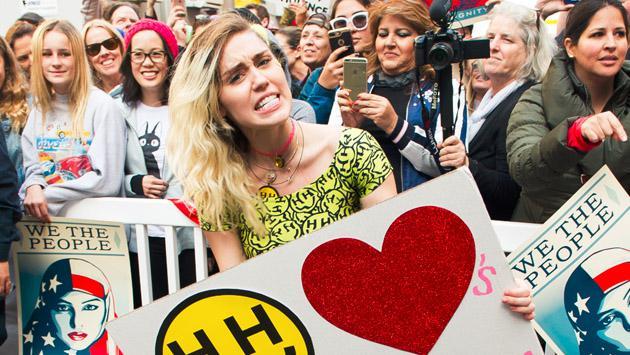 Miley Cyrus y Liam Hemsworth, felices con su poco romántico San Valentín