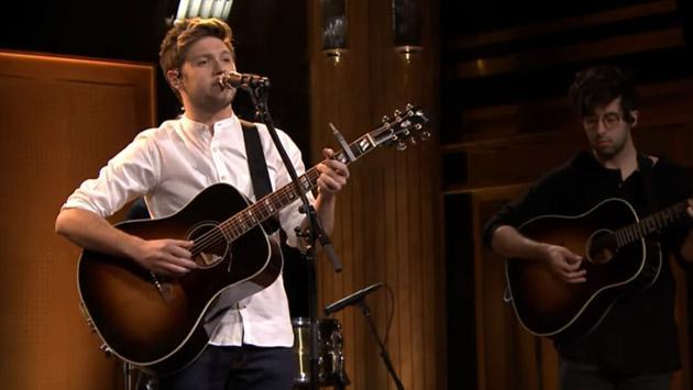 Mira a Niall Horan de One Direction interpretar 'This Town' en 'The Tonight Show' [VIDEO]