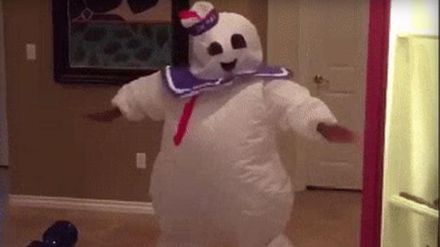 Mira por qué este joven y su disfraz de Halloween se volvieron viral [VIDEO]