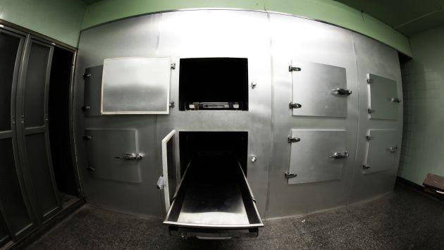 WTF! ¡Se despertó desnudo en una morgue y pidió una manta!