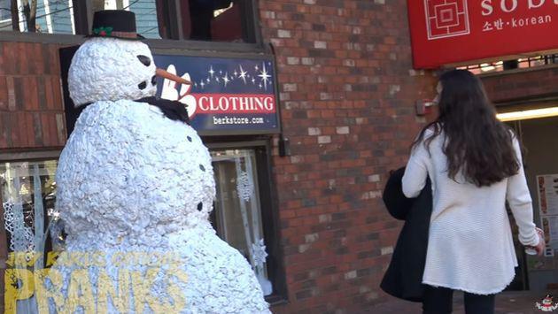 ¡Vacílate con la broma del muñeco de nieve! [VIDEO]