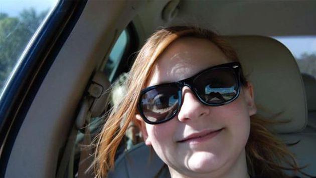 ¡Se tomó un selfie en carretera y capturó el fantasma del niño que murió allí!