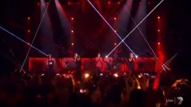 One Direction dio sorpresa en 'The X Factor Australia' y cantó 'Drag Me Down' [VIDEO]