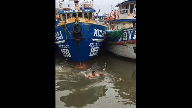 ¡Pescador se lanza al agua para salvar a un gato de ahogarse! [VIDEO]