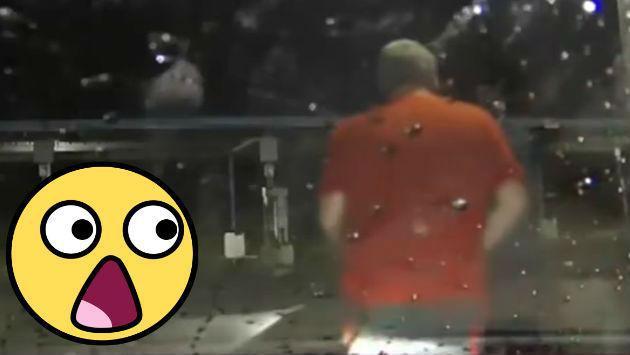 No soportó que lo amenacen con una pistola mientras lavaba su carro, así que... [VIDEO]