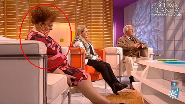 Mujer se quedó dormida en programa en vivo y presentador le jugó esta broma [VIDEO]