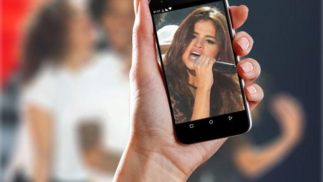 ¿Qué famoso habría tenido fotos de Selena Gomez escondidas en su celular?