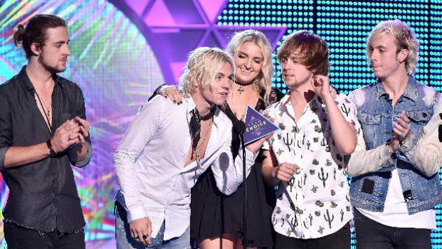 Cuando los R5 fueron presentadores en los Teen Choice Awards 2015 [FOTOS]