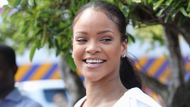 OMG! Rihanna se sometió a este radical cambio de look [FOTO]