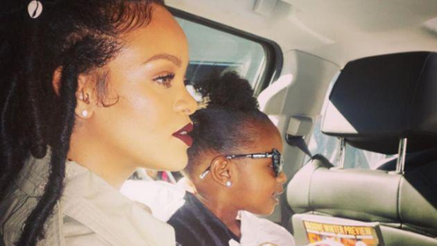 ¡Rihanna es criticada por esta foto donde aparece semidesnuda!