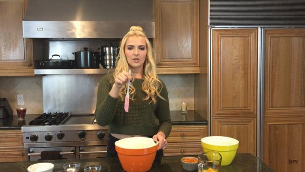 Rydel Lynch de R5 es toda una 'youtuber' hasta cuando cocina [VIDEO]