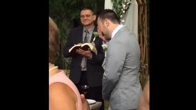 Se volvió viral de Facebook por la forma en que lloró en su boda [VIDEO]