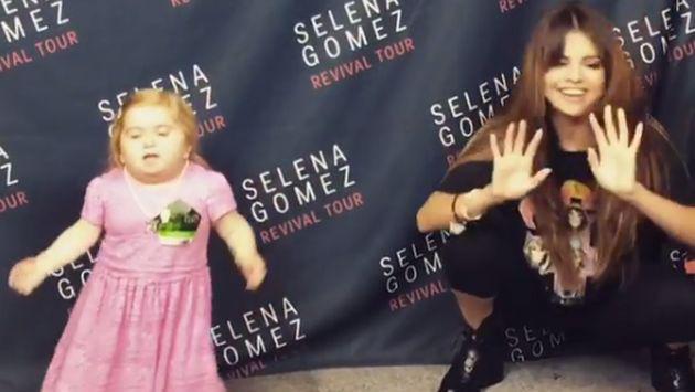 ¡Esta niña le robó protagonismo a Selena Gomez bailando y cantando! [VIDEO]