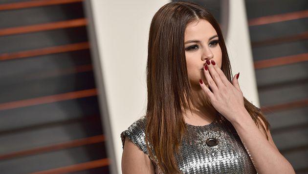 ¿Selena Gomez coquetea con conocido cantante de música urbana? [FOTO]