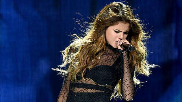 OMG! ¡Selena Gomez rompió en llanto en pleno concierto por una confusa razón!