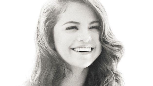 OMG! Este es el truco que puede hacer Selena Gomez que te dejará con la boca abierta