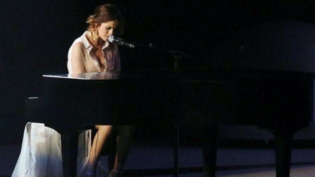 ¡Selena Gomez sorprendió tocando el piano en concierto! [VIDEO]