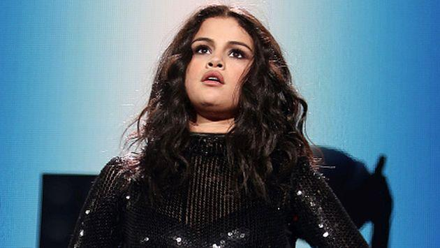 OMG! ¡Selena Gomez quedó atrapada en un ascensor! [VIDEO]