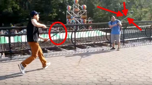 ¡Se hartó de los 'palitos' para tomarse selfies así que preparó esta 'broma'! [VIDEO]
