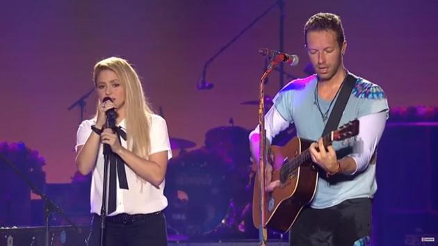 Shakira hizo que Chris Martin de Coldplay cante en español para dos escenarios [VIDEOS]