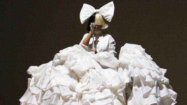 Escucha aquí 'Waving Goodbye', lo nuevo de Sia junto a DJ Diplo para la película 'The Neon Demon'