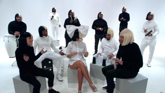 Sia canta junto a Jimmy Fallon y Natalie Portman en espectacular performance [VIDEO]