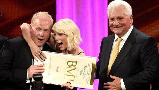 Taylor Swift hizo reír a más de uno al aceptar el 'Taylor Swift Award' [VIDEO]