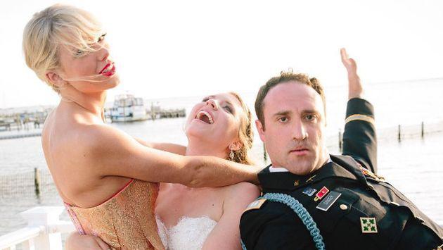 OMG! ¡Taylor Swift sorprendió a una pareja de fanáticos en su boda! [FOTOS + VIDEOS]