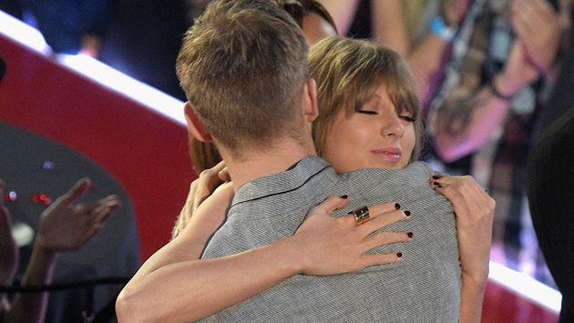 ¡Así demostró Taylor Swift su amor por Calvin Harris! [VIDEOS]
