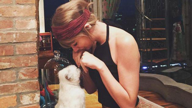 ¿Qué hace Taylor Swift cuando está sola? [VIDEO]