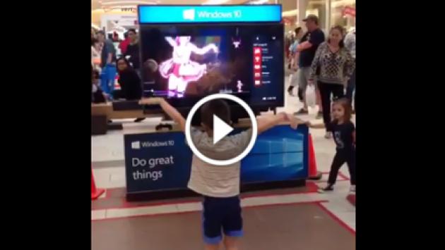 ¡Mira a este niño haciendo una increíble coreografía a lo Taylor Swift en un mall! [VIDEO]