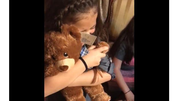 ¡Te conmoverá el regalo que recibieron estas niñas! [VIDEO]