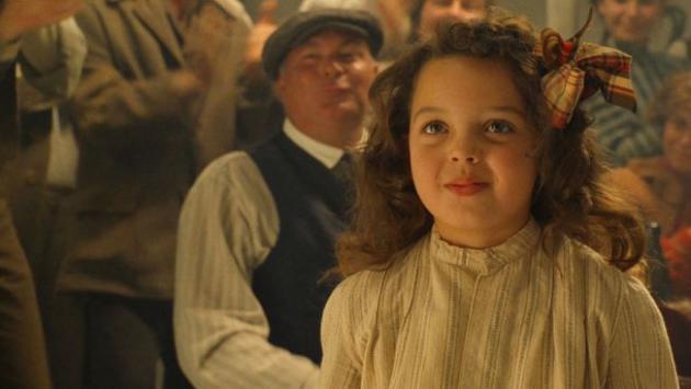 Mira cómo luce ahora la pequeña niña que bailó con Leonardo Di Caprio en 'Titanic' [FOTOS]