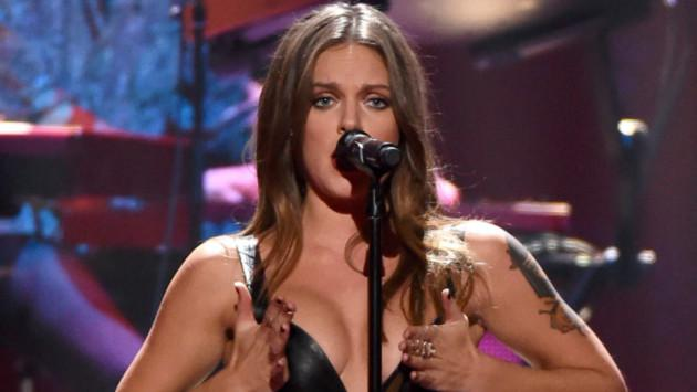 Tove Lo estrena controversial y sexy video de 'Moments' ¡Chécalo!
