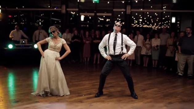 Una novia y su papá se volvieron viral por épico baile en una boda [VIDEO]