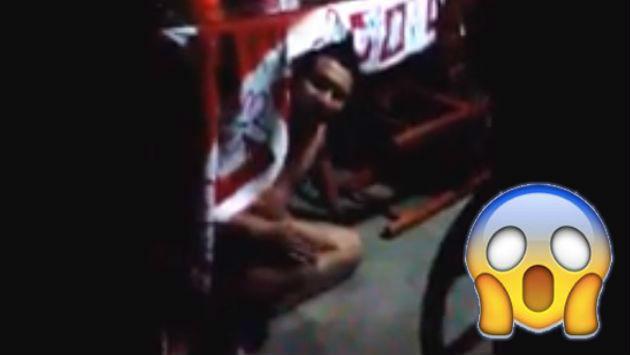 ¡Encontró al amante de su mujer desnudo bajo la mesa y así reaccionó! (VIDEO)