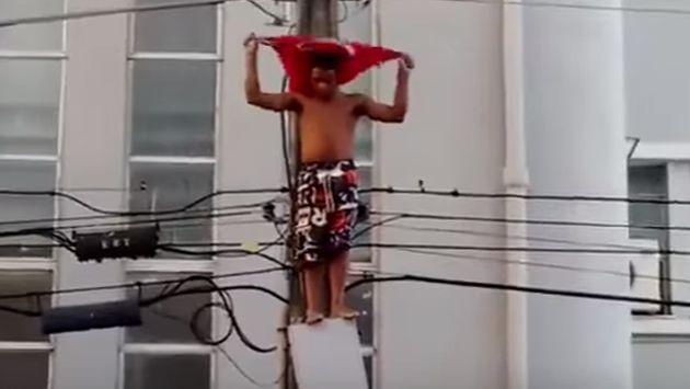 ¡Subió a un poste de alta tensión sin saber que le esperaba un trágico final! [VIDEO]