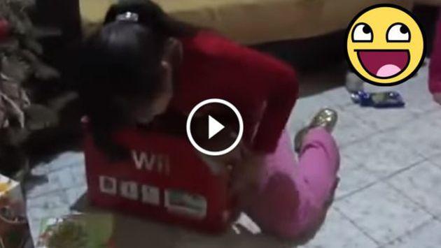 OMG! Padres trollean a su hija por Navidad [VIDEO]
