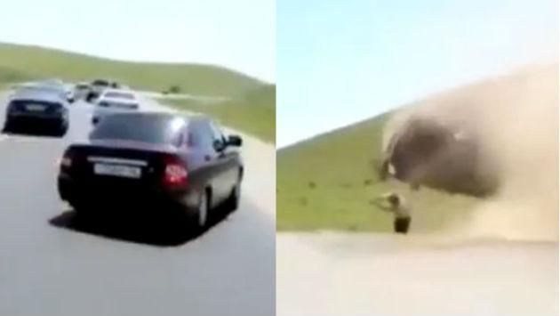 OMG! ¡Salió volando por la ventana tras volcadura de su carro en plena carretera! [VIDEO]