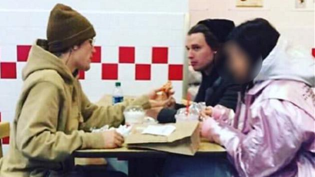Ya se sabe qué chica estuvo con Justin Bieber vacacionando antes de Navidad