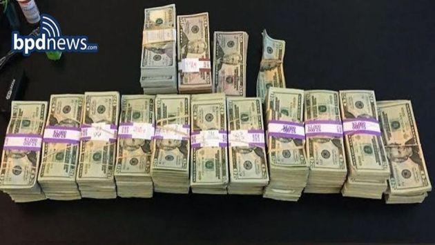 ¡Taxista recibió esta recompensa por devolver 187 mil dólares!