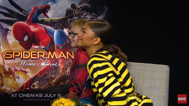 Zendaya fue sorprendida en entrevista por este Spiderman en versión 'mini' [VIDEO]