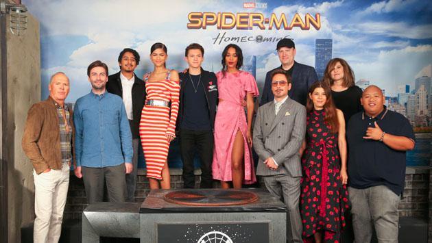 Zendaya y su vestido se robaron el show en otra sesión de fotos de 'Spider-Man: Homecoming'