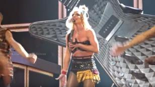 ¡Britney Spears estuvo a punto de mostrar más de la cuenta en pleno escenario! [VIDEO]