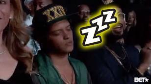 El sueño traicionó a Bruno Mars durante los BET Awards 2017 [VIDEO]