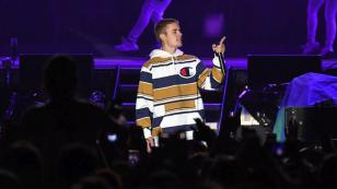 OMG! Justin Bieber insultó otra vez a un grupo de fans que esperaban para saludarlo [VIDEO]