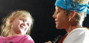 ¡Justin Bieber le cantó a niña de 5 años durante concierto! [VIDEO]