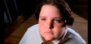 OMG! Así se ve ahora el chico que se comió la torta de chocolate en 'Matilda' [FOTOS]