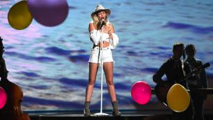 Miley Cyrus regresó a sus orígenes en los Billboard Music Awards 2017 [VIDEO]